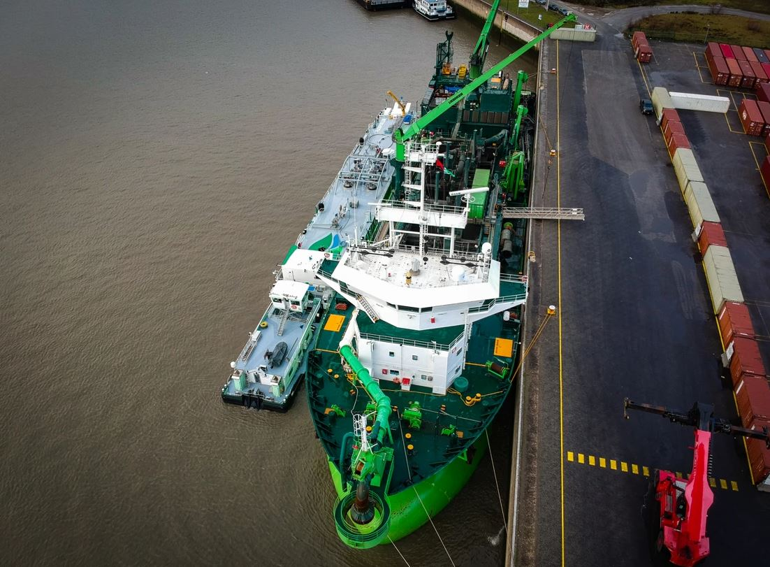 DEME: Maintenance dredging on the Scheldt powered by LNG
