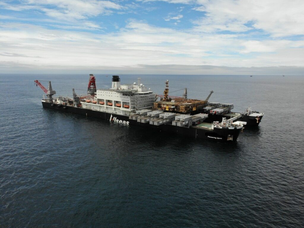 Giant vessel removes Morecambe Bay topsides in less than 90 minutes